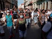 הפגנה נגד הממשלה בקובה, שמתקיימת בעיר הבירה הוואנה / צילום: Reuters, Alexandre Meneghini