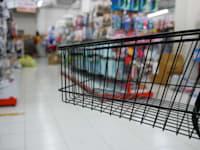 עליית מחיר חומרי הגלם וההובלה תהפוך בקרוב מאוד לעלייה במחירי המוצרים / צילום: Shutterstock, chanonnat srisura