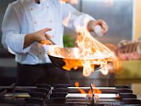 חברות גז וקבוצות לוביסטים שפכו כספים לקמפיינים של יחסי ציבור שהגנו על בישול בכירות גז / צילום: Shutterstock, dotshock