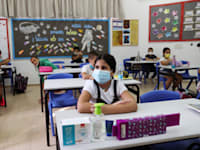 לימודים בקפסולות / צילום: Reuters, RONEN ZVULUN