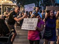 הפגנות נגד נסיונות הממשלה לקדם את חיסון האוכלוסיה באירופה / צילום: Reuters