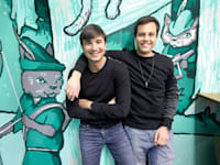 באט (מימין) וטנב. עמלות אפסיות, חווית משתמש טובה ורכישות של שברירי מניות / צילום: Associated Press, Ben Margot