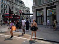 רחוב אוקספורד בלונדון, בשבוע שעבר / צילום: Associated Press, Alberto Pezzali