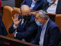 שר הבינוי והשיכון זאב אלקין וראש הממשלה נפתלי בנט / צילום: נועם מושקוביץ, דוברות הכנסת