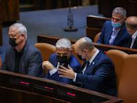 ראש הממשלה נפתלי בנט, שר החוץ יאיר לפיד ושר הביטחון בני גנץ / צילום: נועם מושקוביץ, דוברות הכנסת