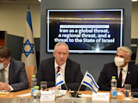 שר החוץ יאיר לפיד ושר הביטחון בני גנץ / צילום: משרד החוץ