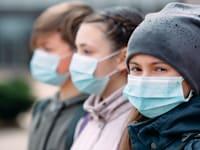 """""""רוב הילדים המאומתים לקורונה עוברים את המחלה בקלות או אפילו באופן לא תסמיני"""" / צילום: Shutterstock, David Tadevosian"""