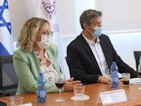 שר התקשורת יועז הנדל וראשת מועצת גזר, רותם ידלין / צילום: דוברות משרד התקשורת