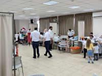 צוותי מד''א מבצעים בדיקות סרולוגיות לילדים / צילום: דוברות מד''א