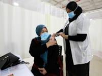 מבצע החיסונים באום אל-פחם / צילום: Reuters, Ammar Awad