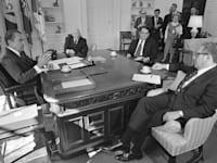 הנשיא ניקסון עם יועצים כלכליים / צילום: Associated Press