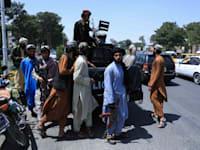 כוחות טליבאן מסיירים בהראט, אפגניסטן / צילום: Reuters