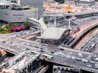 צומת עזריאלי בתל אביב. ה''דלק של הדור הבא'' לא ימנע את הזיהום של הכבישים / צילום: Shutterstock