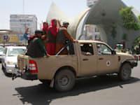 כוחות הטליבאן בעיר הראת, שנמצאת בקרבת קאבול / צילום: Associated Press, Hamed Sarfarazi