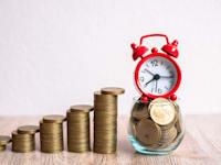 נשים צריכות להתכונן טוב יותר לגיל הפרישה / צילום: Shutterstock, Kanjana Kawfang