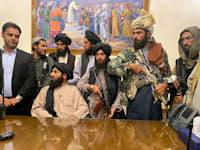 הטאליבאן יושב בארמון הנשיאותי בקאבול אחרי שנשיא אפגניסטן ברח מהארץ / צילום: Associated Press, Zabi Karimi