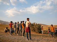 צעירים שנטשו את הצבא האפגני וברחו לטורקיה דרך איראן / צילום: Associated Press, Emrah Gurel