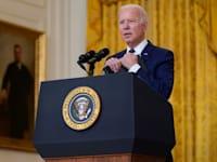 נשיא ארה''ב ג'ו ביידן במסיבת עיתונאים לאחר הפיגוע בשדה התעופה בקאבול / צילום: Associated Press, Evan Vucci