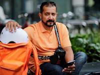 סייד אחמד שאה סאדאת במדי שירות הזמנות האוכל ליפרנדו / צילום: Reuters, Hannibal Hanschke
