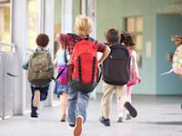 תלמידים בבית הספר. גם להם לוקח זמן להסתגל לשינויים במערכת / צילום: Shutterstock, Monkey Business Images