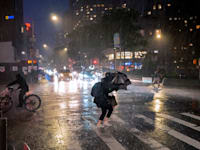 גשמים עזים בעיר ניו יורק בשל הסופה איידה / צילום: Associated Press, Craig Ruttle