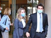 אליזבת הולמס יוצאת מבית המשפט בסן חוזה / צילום: Associated Press, Nic Coury