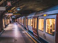 רכבת תחתית בלונדון. הרכבות הנטושות בעיר הוצפו שוב / צילום: Shutterstock, Dmitry Tkachenko Photo