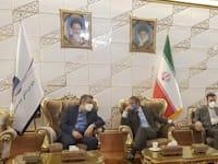 מנכ''ל הסוכנות הבינלאומית לאנרגיה אטומית רפאל גרוסי יושב עם  דובר הסוכנות האיראנית לאנרגיה אטומית, בהרוז כמאלונדי / צילום: Associated Press, Atomic Energy Organization of Iran