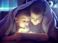 הורים רבים מעידים שזמן המסך של ילדיהם התארך מעבר למה שהם היו רוצים בזמן הקורונה / צילום: Shutterstock, Subbotina Anna