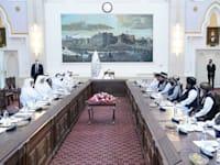 מפגש בין אנשי הממשל הקטאריים לאנשי הטליבאן בקאבול / צילום: Reuters, Balkis Press/ABACAPRESS.COM