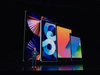 מנכ''ל אפל טים קוק מציג את האייפד החדש / צילום: צילום מסך