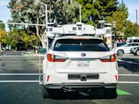 הרכב האוטונומי של אפל בנסיעת מבחן בעמק הסיליקון / צילום: Shutterstock, Sundry Photography