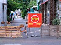 רחוב שסגור לתנועה ונמצא בבידוד כחלק מהגבלות הקורונה, בוונג טאו, וייטנאם באמצע ספטמבר / צילום: Associated Press, Hau Dinh