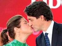 רה''מ קנדה ג'סטין טרודו וזוגתו, סופי גרגואר, ביום שלישי לאחר שנבחר מחדש לקדנציה שלישית בתפקיד / צילום: Reuters, Carlos osorio