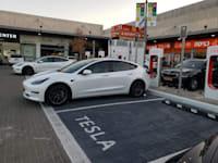 תחנת טעינה לרכבים חשמליים באזור התעשייה ישפרו במודיעין / צילום: דלית אייזק לויתן