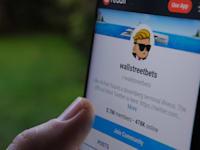 פורום wallstreetbets ברשת רדיט. האם המסחר במניות מצד משקיעים פרטיים קטנים, לטווח קצר, יוצר קושי למשקיעים המסורתיים? / צילום: Shutterstock