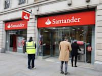 סניף של בנק סנטנדר בלונדון / צילום: Reuters, PA Images