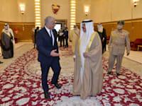 מלך בחריין חמד בן עיסא אל חליפה ושר החוץ יאיר לפיד / צילום: שלומי אמסלם