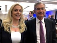 יו''ר הפד ג'רום פאוול (מימין) ולאל בריינארד, חברת מועצת הנגידים של הפד / צילום: Reuters, Ann Saphir