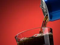 על פי האגודה לבריאות הציבור, הישראלים קונים כ-780 מיליון ליטר משקאות קלים בשנה / צילום: Shutterstock