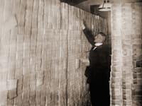 הגרמנים נחרדים מהעבר. הנייר של השטרות היה שווה יותר מערך השטר עצמו / צילום: Shutterstock