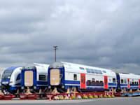 קטרים וקרונות חשמליים. יורשו להיכנס למוסך? / צילום: רכבת ישראל
