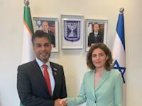 השרה להגנת הסביבה תמר זנדברג ושגריר איחוד האמירויות בישראל, מוחמד אל-חאג'ה / צילום: המשרד להגנת הסביבה