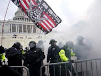 ההסתערות על הקפיטול בתחילת השנה. ארצות הברית היא אחת המדינות שהכי מועדות לסיכון, לפי פייסבוק / צילום: Associated Press, Julio Cortez