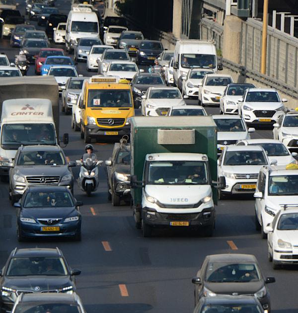 """פקקים באיילון ת""""א. החלת האגרה על רכב דו גלגלי היא החמצה / צילום: איל יצהר"""