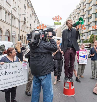 """הפגנה בעד החוק להגבלת שכר הדירה. ביהמ""""ש העליון יצטרך להכריע / צילום: Reuters, Christian Ditsch"""