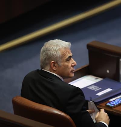 יאיר לפיד בהשבעת הכנסת ה-24 / צילום: אלכס קולומויסקי-ידיעות אחרונות