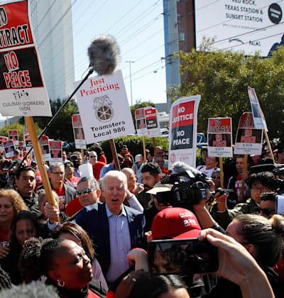 ג'ו ביידן משתתף  בהפגנת איגוד עובדי שירותי המזון בלאס וגאס במהלך הקמפיין לנשיאות, פברואר 2020 / צילום: Associated Press, Patrick Semansky