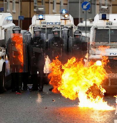 המהומות בבלפסט בשבוע האחרון / צילום: Reuters, JASON CAIRNDUFF