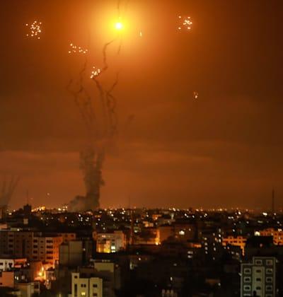 מערכת כיפת ברזל מיירטת רקטות שנורו על ידי חמאס לכיוון ישראל / צילום: Reuters